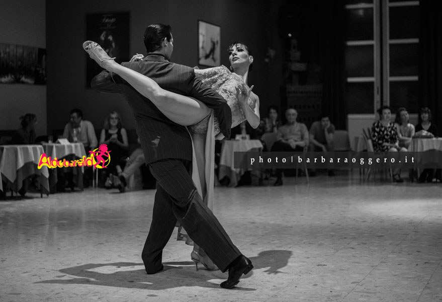 Analia Morales y Gabriel Ponce aldobaraldo esibizione show photo barbara oggero milonga