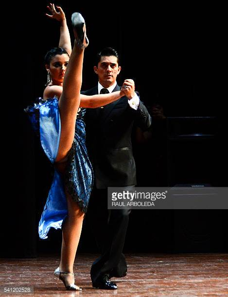 TANYA GUTIERREZ Y SEBASTIAN AVENDANO aldobaraldo tango torino milonga esibizione